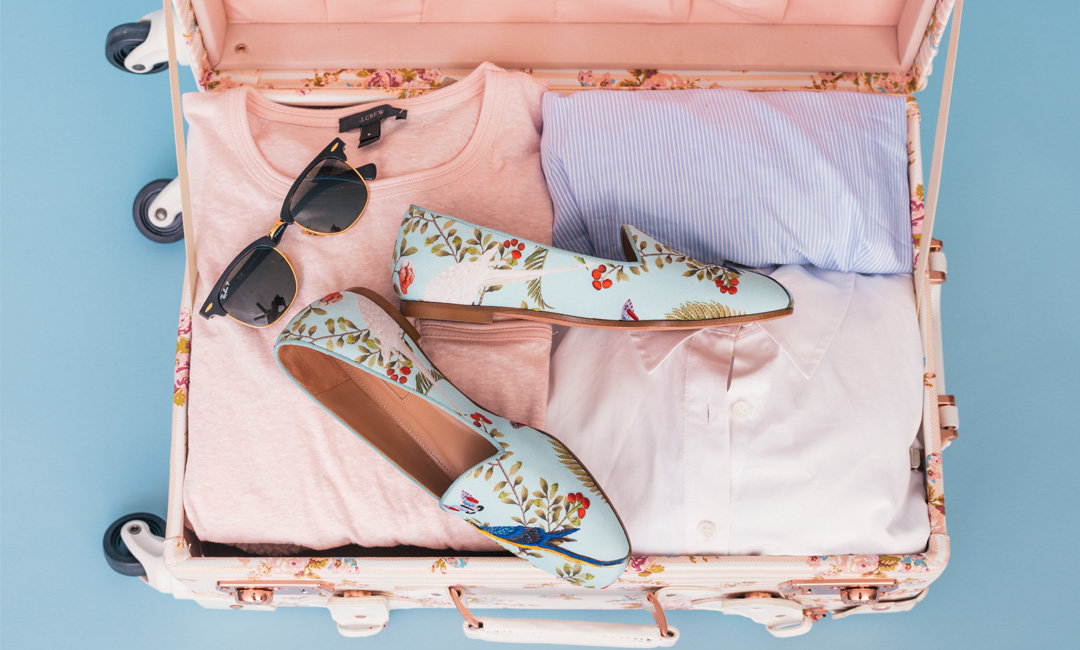 10 Carry-On Essentials for Any Long Airplane Ride | Cartageous.com/Blog
